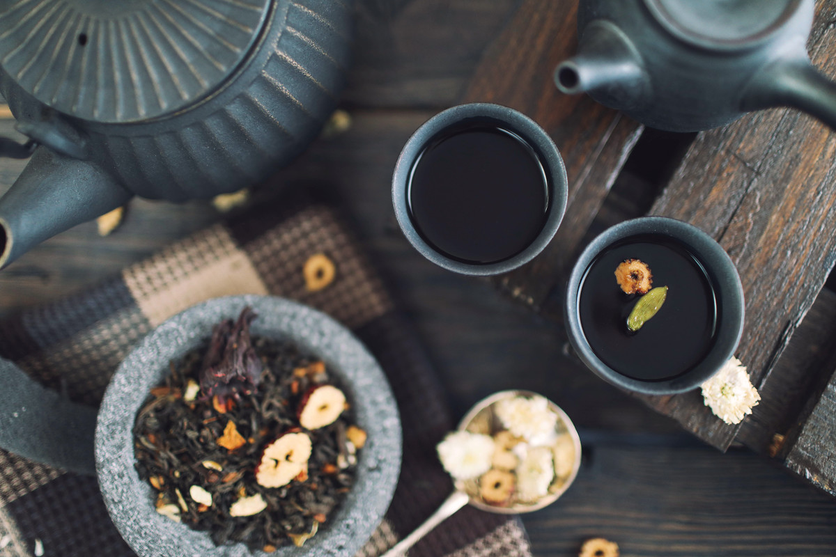 Hemp tea in black tea pot and mug